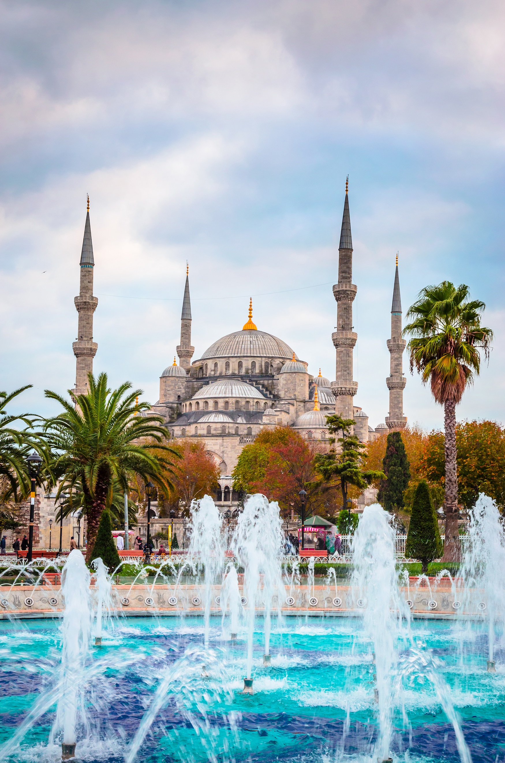 Photo of the Blue Mosque in Istanbul in front of a fountain