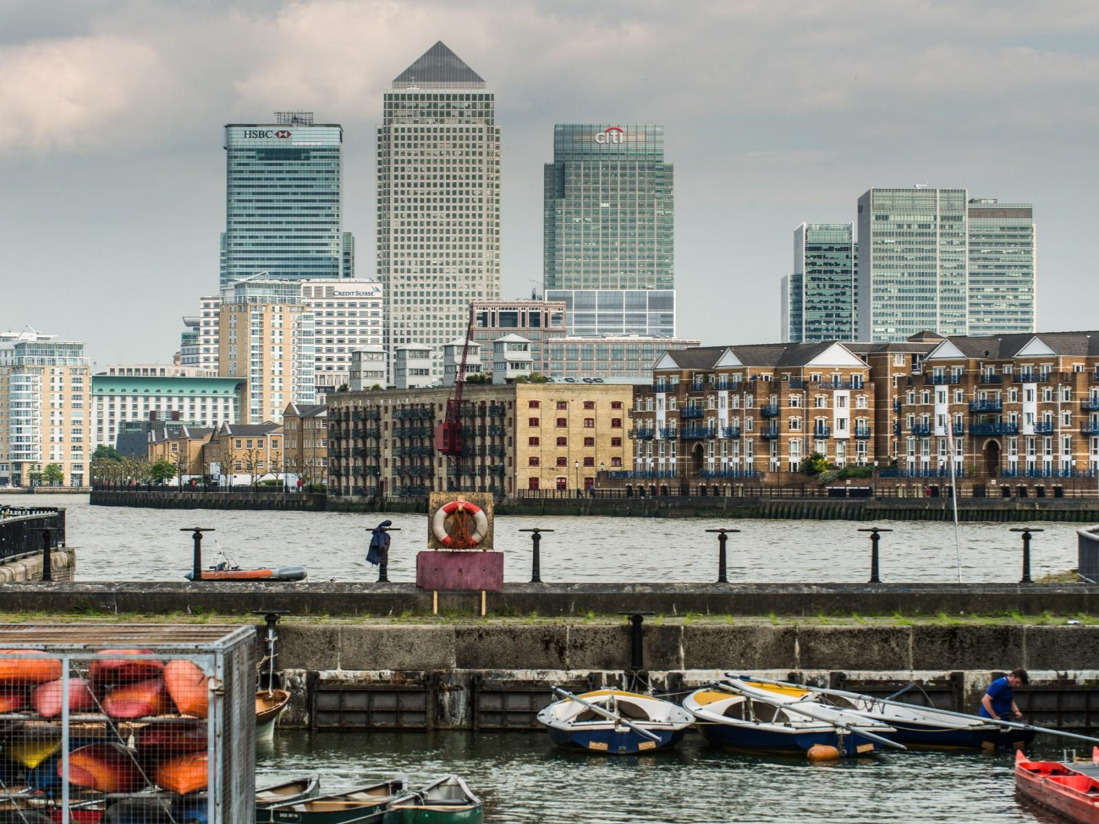 renting property in canary wharf cbre uk residential