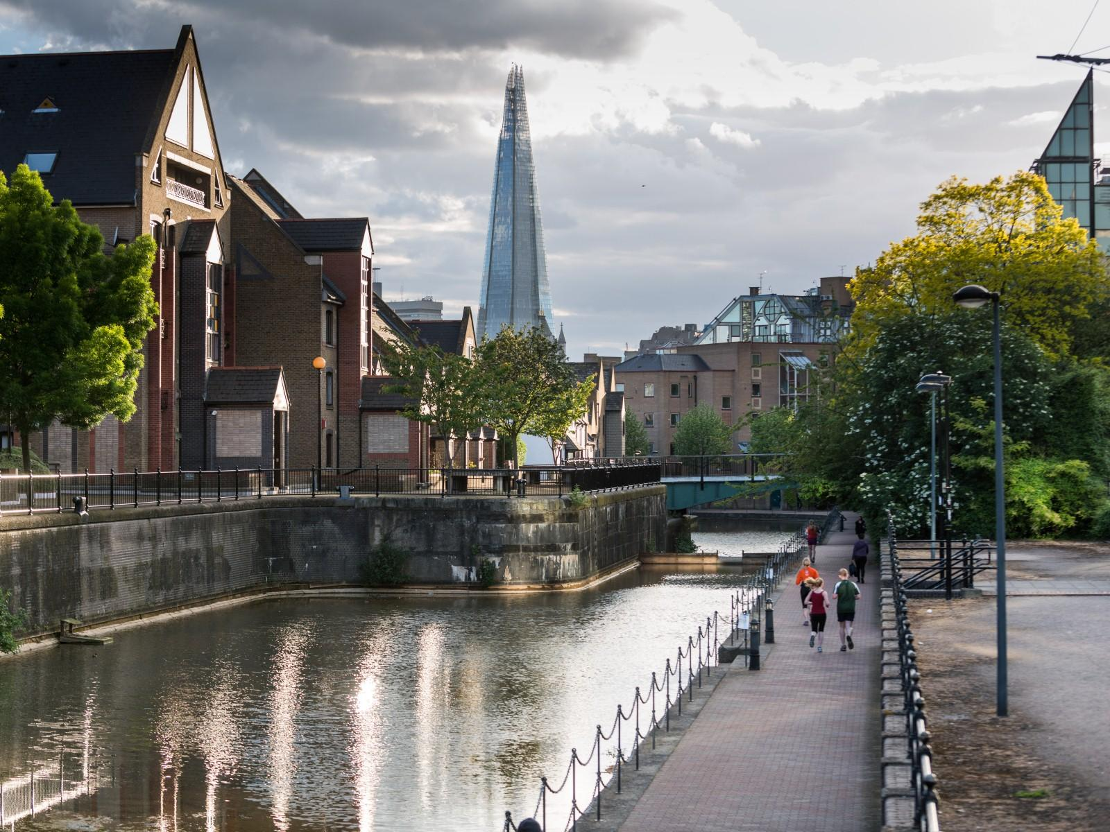 Wapping London Borough Area Guide Cbre Residential Uk
